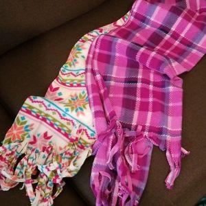 2 fleece scarves